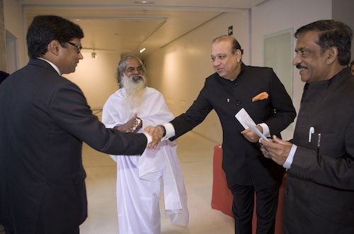 Mr. Mohan Chainani greeting the Ambassador