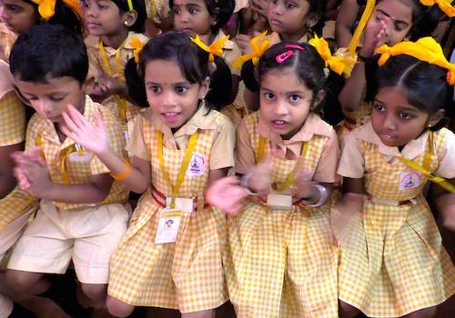 Isa Viswa Vidyalayam students